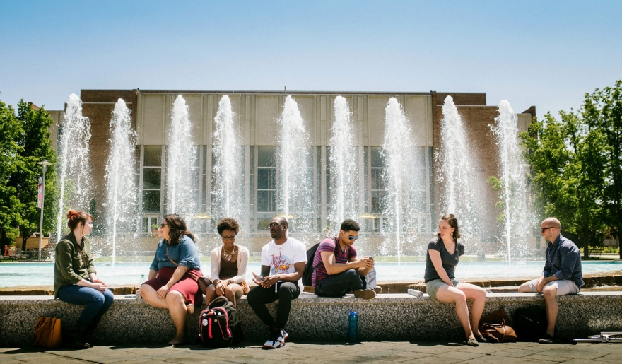 Students in front of fountain on WMU Campus
